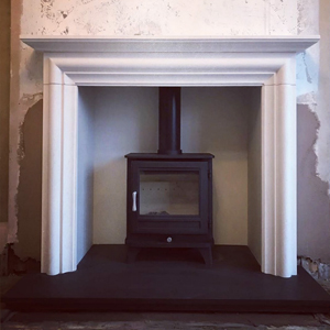 Chesneys Salisbury 5 Series Stove In Limestone Fireplace